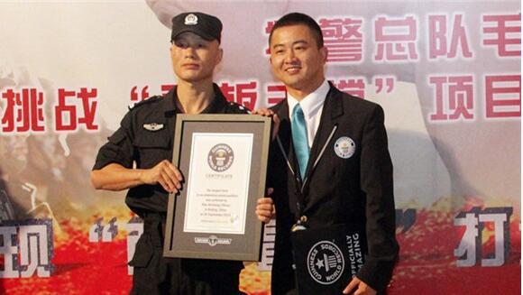 中国特警平板支撑纪录者,毛卫东(8小时01分获吉尼斯认证)