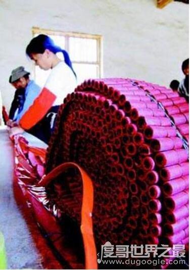 世界上最长的鞭炮,长22.8千米/890万响(浏阳鞭炮创吉尼斯)